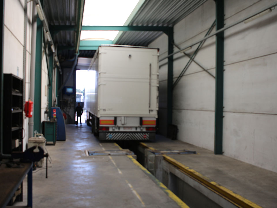 Remstation vrachtwagens Roeselare